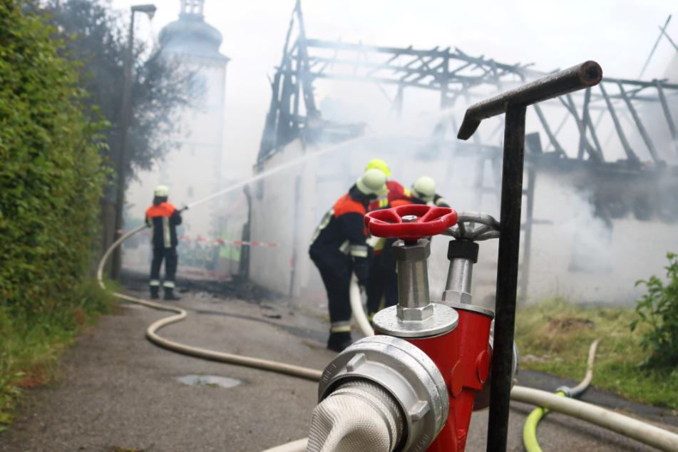 Die Scheune war nicht mehr zu retten, sie brannte komplett nieder.