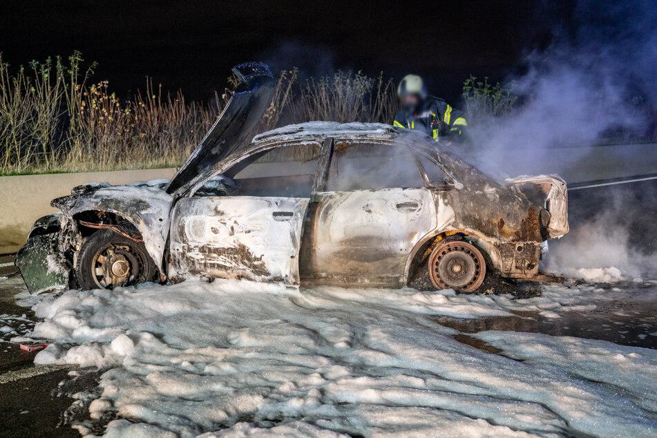 Der Audi brannte vollständig aus.