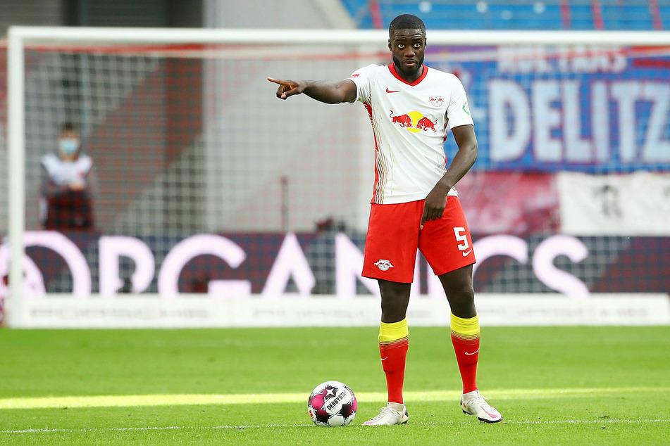 Abwehrkante Dayot Upamecano (22) wird den Bullen gegen Manchester United fehlen.
