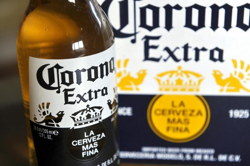 Eine Flasche des mexikanischen Corona-Biers.