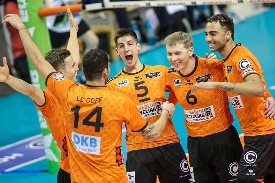 Der Deutsche Pokalsieger bei den Männern: Die Berlin Recycling Volleys.