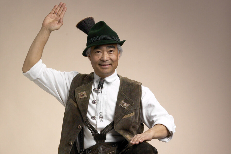 Meisterjodler Takeo Ischi (74) brachte sich in Tokio als Autodidakt das Jodeln von Schallplatten bei.