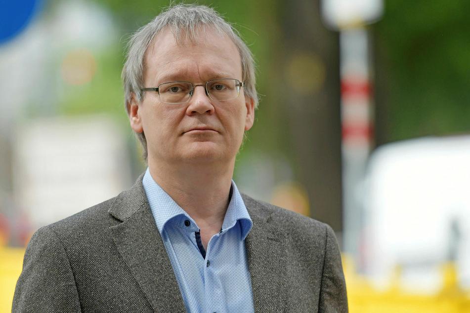 Linke-Stadtrat Tilo Wirtz (53) bezeichnet die Pläne der Stadt als klimaschädlich und teuer.