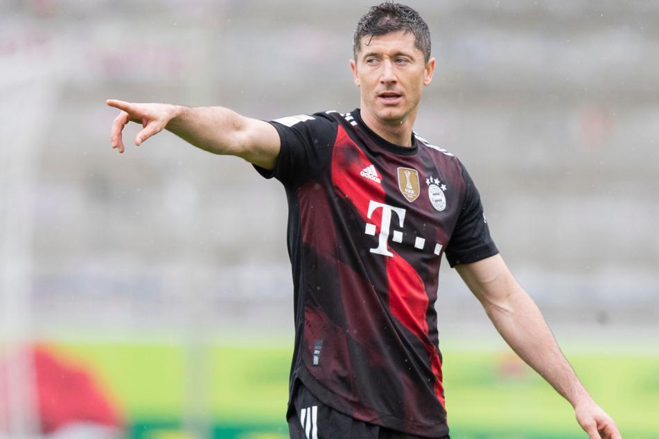 Robert Lewandowski (32) vom FC Bayern München hat die Einstellung des Bundesliga-Rekords von Gerd Müller (75) mit emotionalen Worten gefeiert.