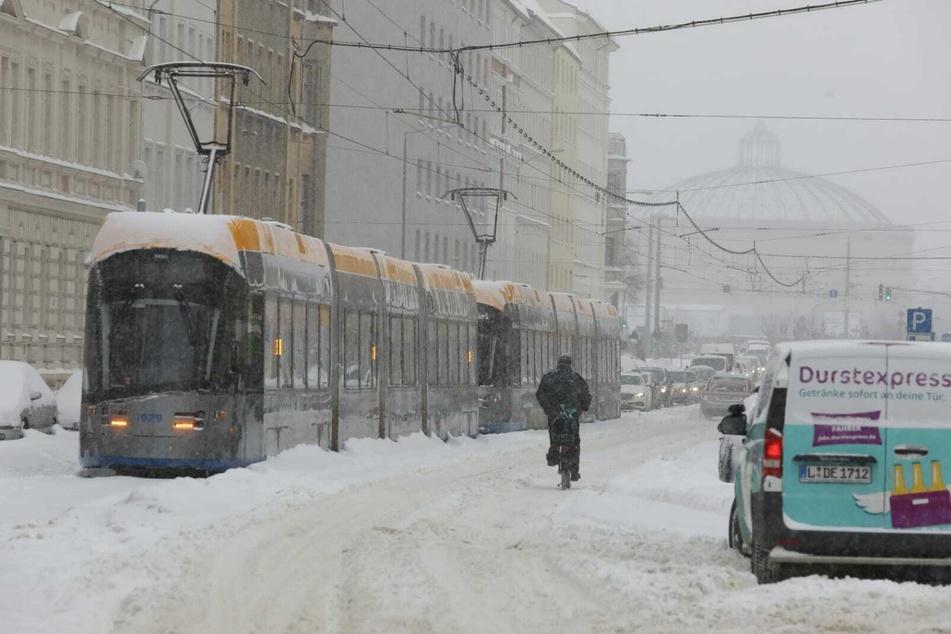 Die Tram auf der Georg-Schumann-Straße war festgefroren.