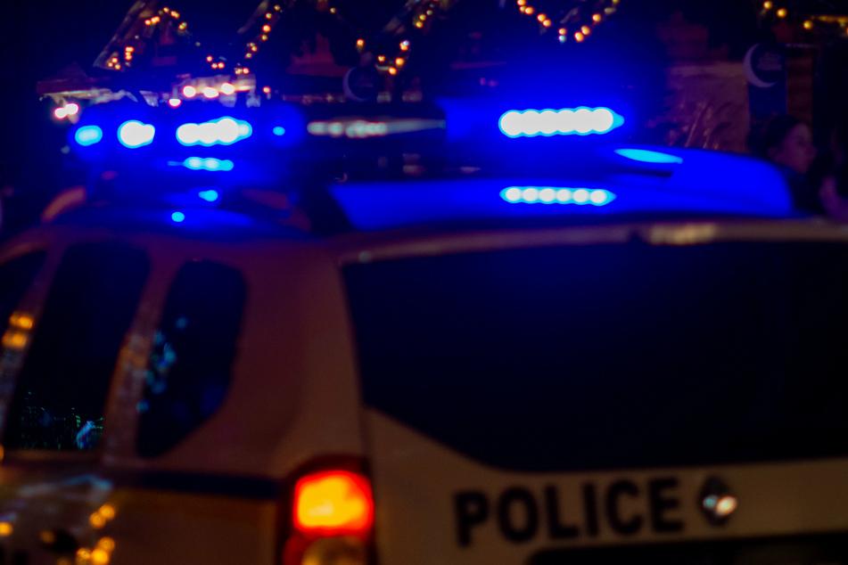 Mitten in der Nacht machten sich die Polizisten zu einem Einsatz (Symbolbild).