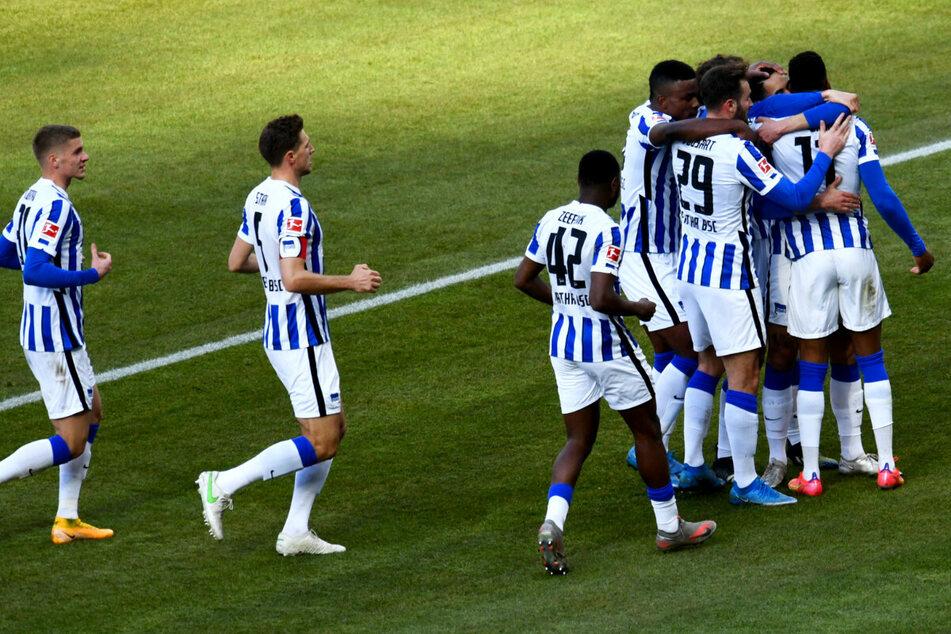 Die Mannschaft von Hertha BSC bejubelt den Treffer von Matheus Cunha zum 2:0.