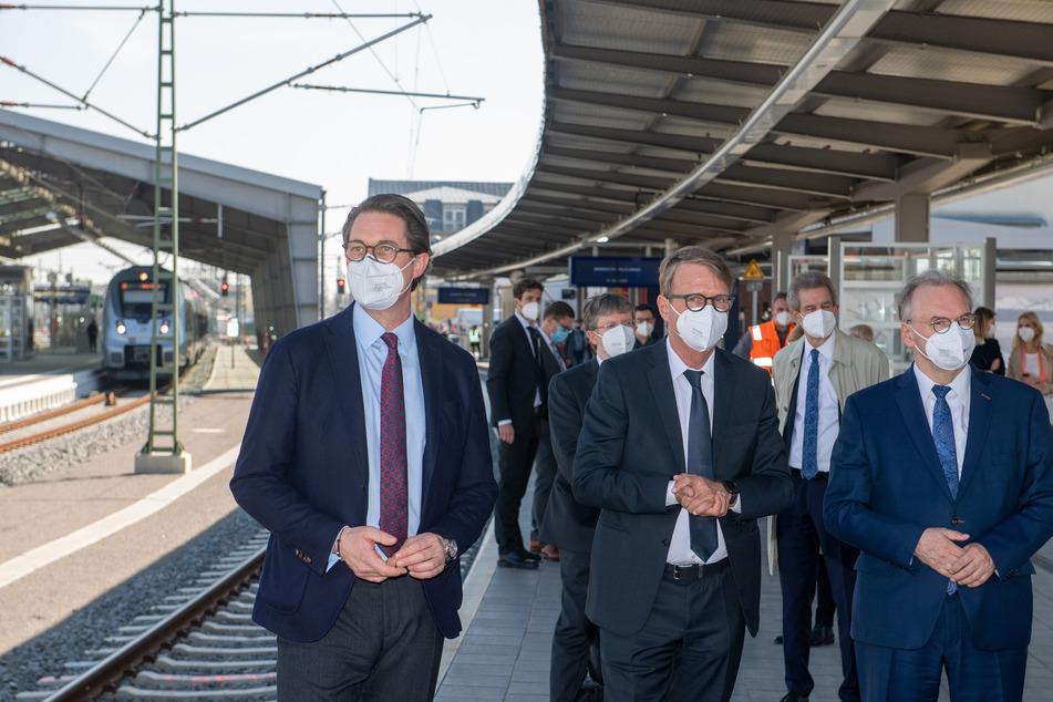 Prominenter Besuch bei Einweihung des neuen Bahnknotenpunkts in Halle