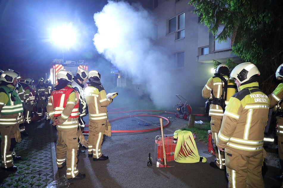 Im Einsatz waren insgesamt 30 Einsatzkräfte der Feuer- und Rettungswache Löbtau, der Rettungswache Friedrichstadt, der U-Dienst, der B-Dienst sowie die Stadtteilfeuerwehr Gorbitz.