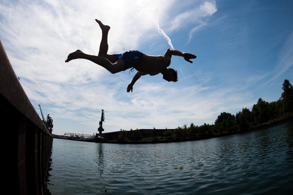 Viele Menschen können nicht sicher schwimmen, das ist bekannt. Das Problem könnte nun durch die Corona-Krise verschärft werden, sind sich DLRG und eine berühmte frühere Weltklasse-Schwimmerin einig.