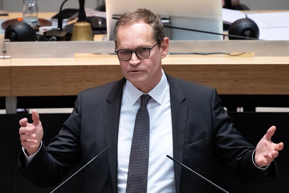 Michael Müller (SPD) äußert sich zur Kritik an den Plänen zur Schulöffnung in Berlin.