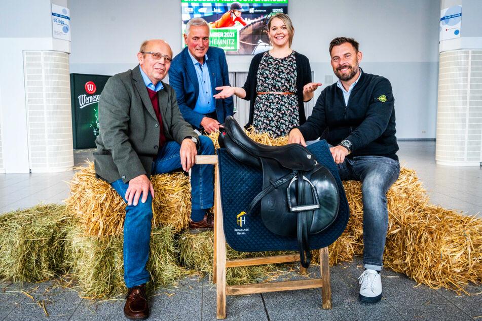 Die Turnierleiter Gerhard Bender (71) und Henry Heckel (67) sowie Stefanie Schöniger (33) und Matthias Krauß (v.l.) von den Veranstaltern C3 und Krauß Event freuen sich auf das Pferdesport-Spektakel.