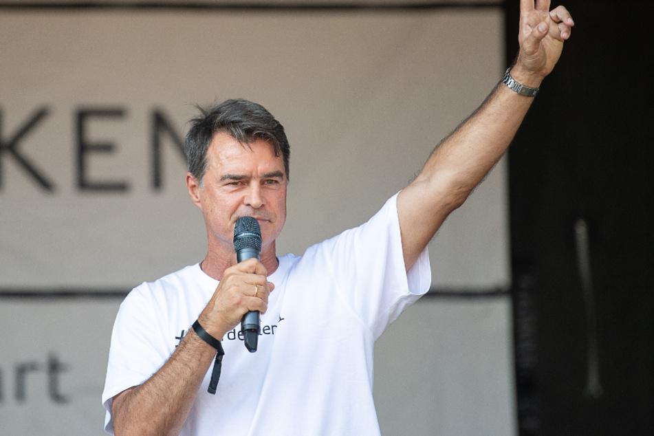 Ex-VfB-Profi Thomas Berthold (56) bei einer Querdenken-Veranstaltung im August in Stuttgart.