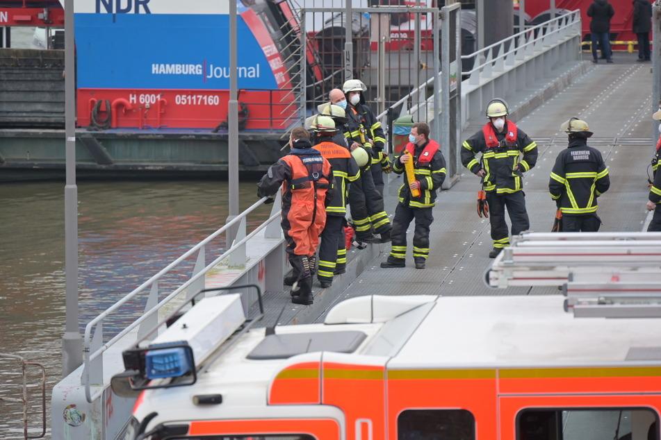 Nach dem Notruf rückten zahlreiche Rettungskräfte aus.