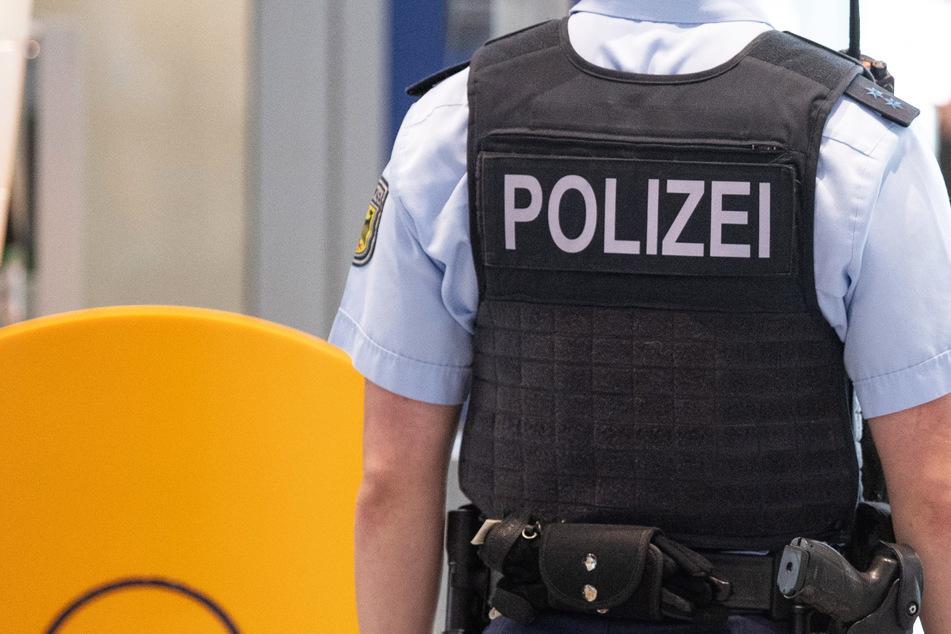Die Bundespolizei am Flughafen Frankfurt musste sich kürzlich mit einer offenbar noch sehr rüstigen und auch sehr aggressiven 75-Jährigen befassen (Symbolbild).