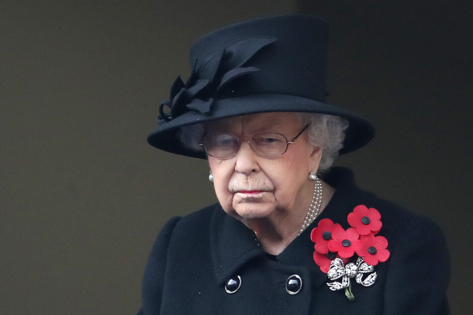 Queen Elizabeth II. (97) in tiefer Trauer.