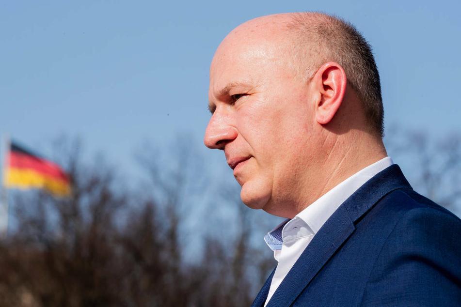 Berlins CDU-Landesvorsitzender Kai Wegner (48) hält strengere Regeln bei der Maskenpflicht für überflüssig.