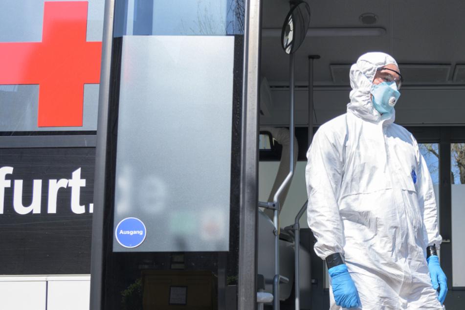 Corona-Pandemie in Frankfurt und ganz Hessen: Die Zahl der Infizierten steigt weiter langsam an (Symbolbild).