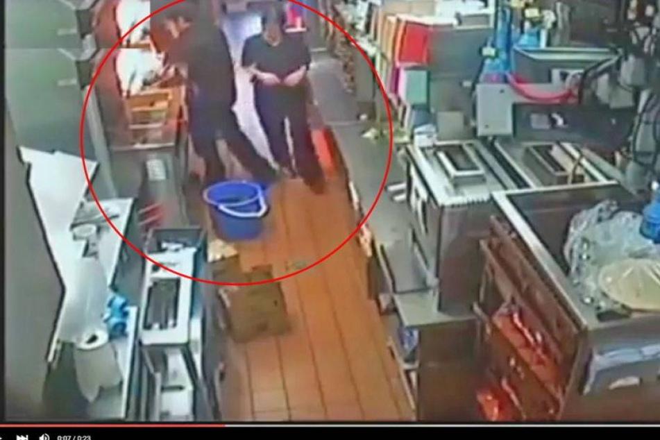 McDonald's-Mitarbeiterin fällt in Eimer mit heißem Öl