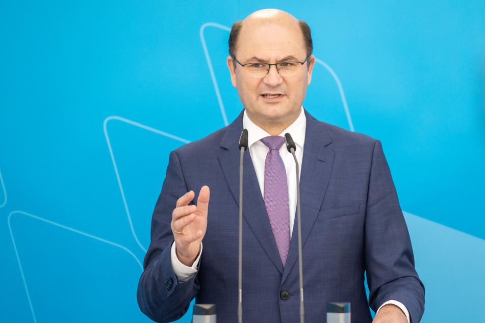 Albert Füracker (53, CSU), Finanzminister vor Bayern, hat die Meldeplattform gegen Steuerbetrug scharf kritisiert.