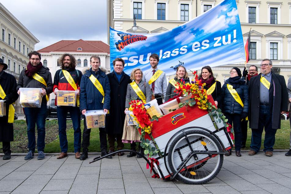 Ziel der Initiatoren ist ein Gesetz, das die Mieten in 162 Städten und Gemeinden Bayerns für sechs Jahre einfriert - bei laufenden Mietverträgen.