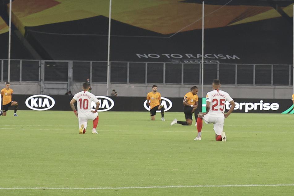 Zeichen gegen Rassismus: Spieler knien vor Europa-League-Viertelfinale