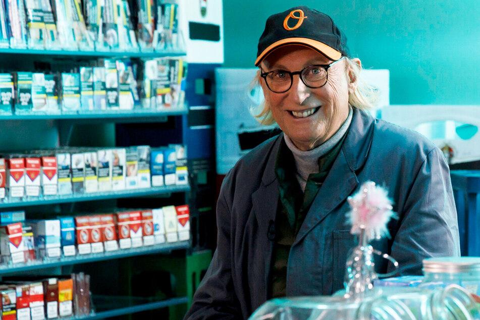 """GNTM: Otto Waalkes wird Kiosk-Besitzer und bewertet die """"GNTM""""-Mädels"""