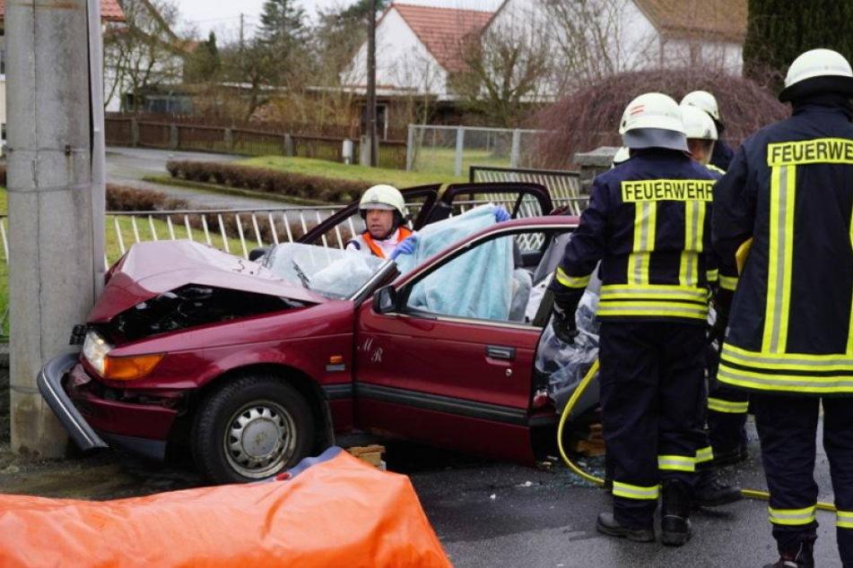 Frau nach Crash mit Laterne schwer verletzt!