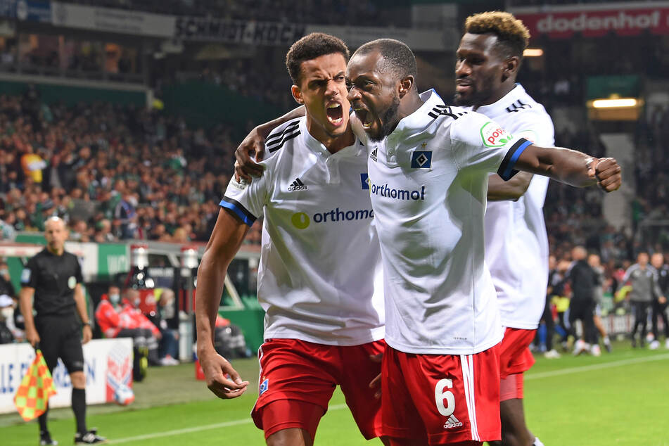 Emotionen pur: Die HSV-Profis (v.l.n.r.) Robert Glatzel (27), David Kinsombi (25) und Bakery Jatta (23) jubeln über das 1:0 im Nordderby gegen Werder Bremen.
