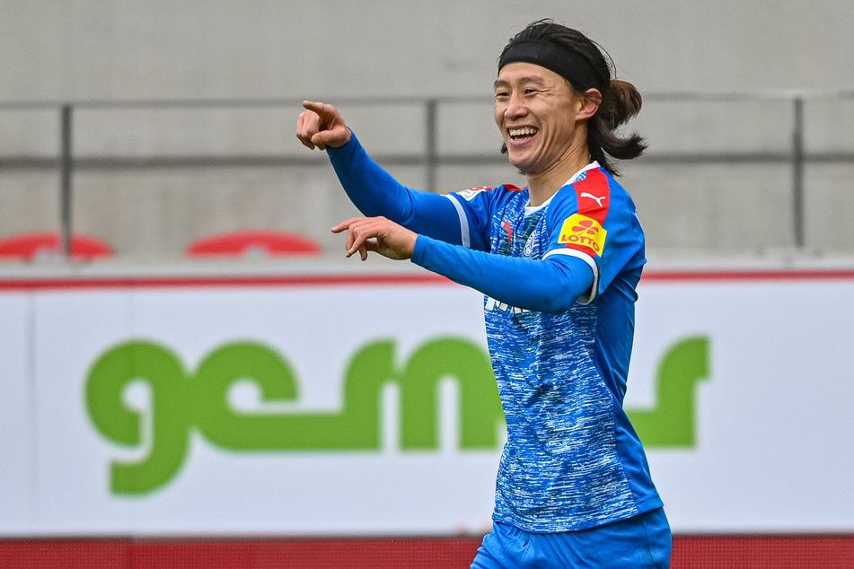Hat gut lachen: Holsteins Kiels Jae-Sung Lee spielt eine starke Saison bei den Störchen. Im Sommer geht's vielleicht zum HSV. (Archivfoto)