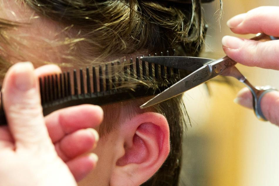 Am 1. März dürfen Friseursalons wieder öffnen - der Ansturm ist groß.