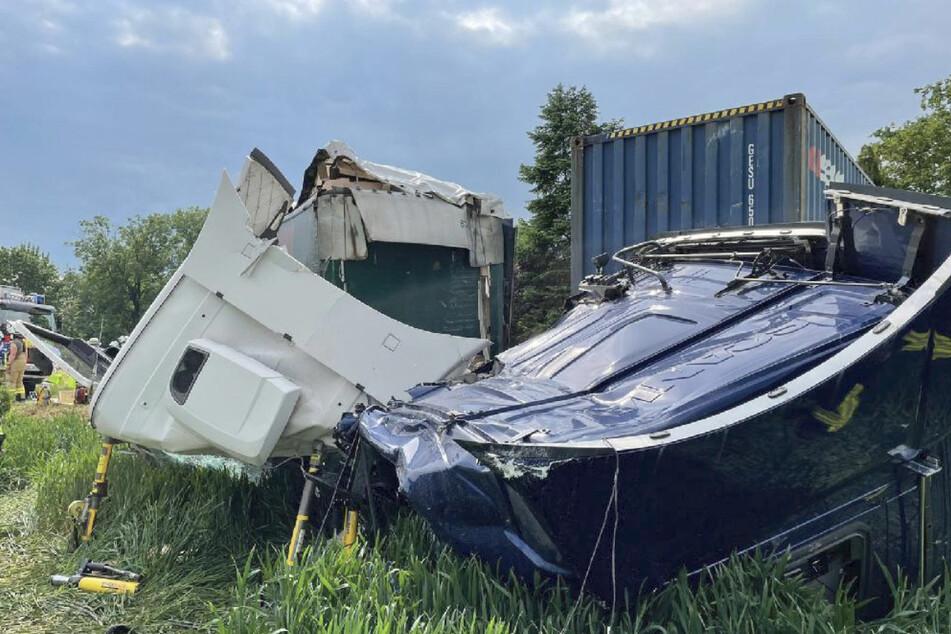 Die Führerhäuser der Lkw wurden vollständig zerstört.