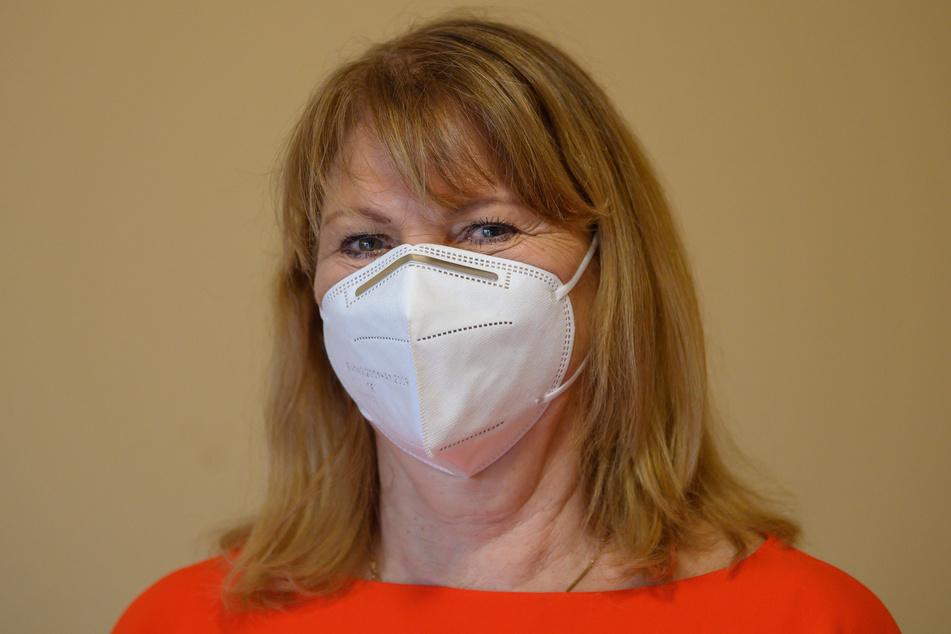 Gesundheitsministerin Petra Köpping (62, SPD) hält es nicht für nötig, in Sachsen eine FFP2-Maskenpflicht einzuführen.
