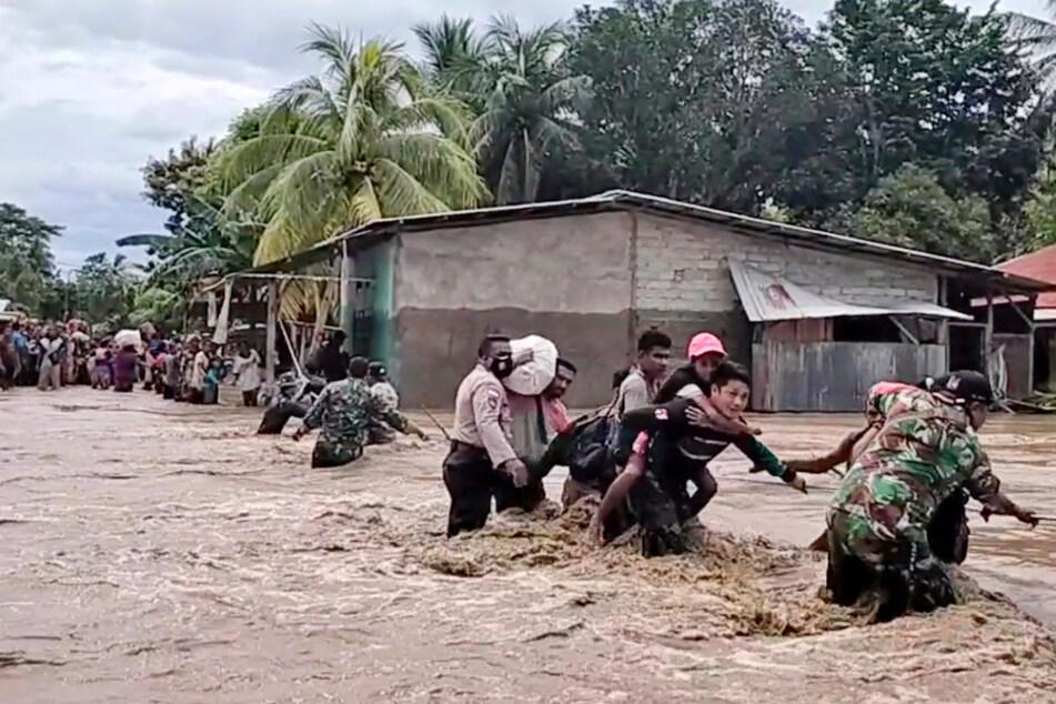 Schlammlawine schneidet Dörfer ab: 18 Tote und 62 Vermisste