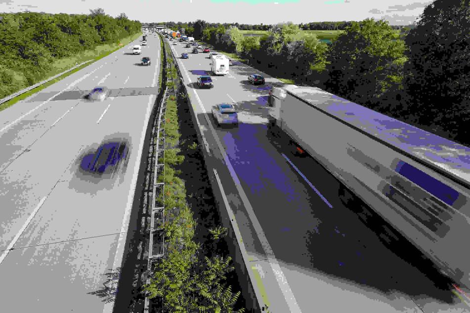 Auf einer Autobahn fuhr ein Fahrer falsch. (Symbolbild)