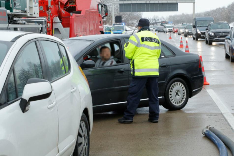 """Polizei zieht """"Gaffer"""" auf A4 aus dem Verkehr!"""