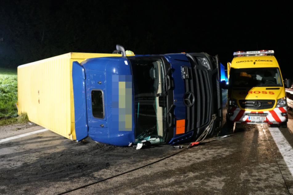 Lkw mit Gefahrgut umgekippt: A8 stundenlang einseitig gesperrt