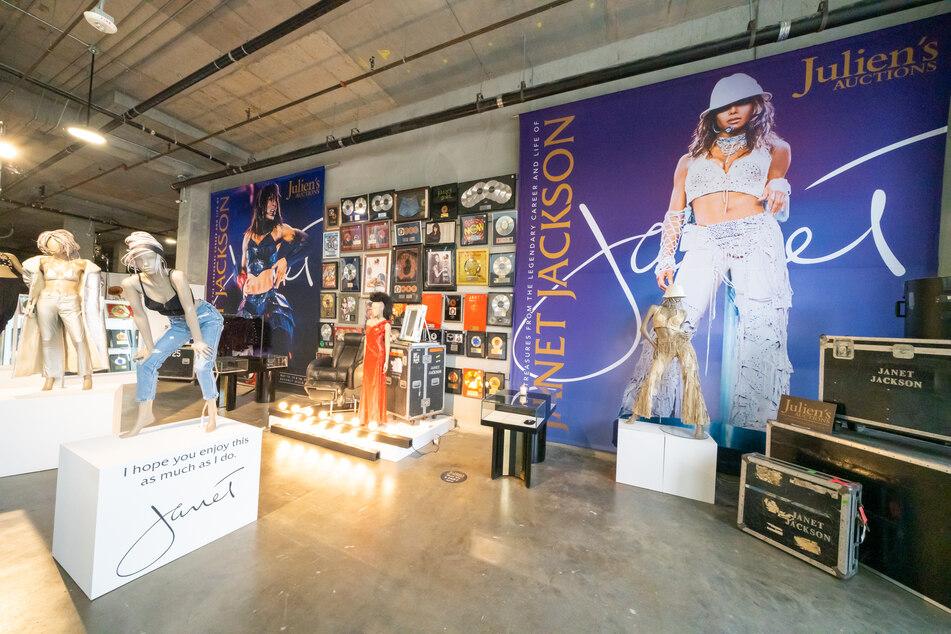 Zahlreiche persönliche Gegenstände von US-Popsängerin Janet Jackson (54) werden im Ausstellungsbereich des Auktionshauses Julien's Auctions in Beverly Hills gezeigt.