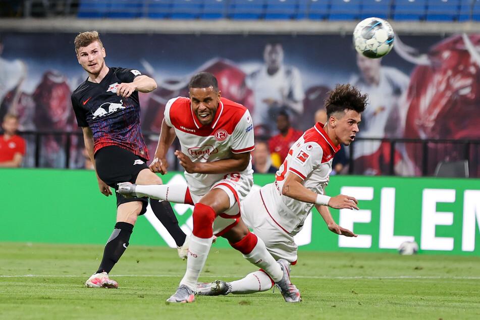 Timo Werner (l.) schlenzte in der 63. Minute zum 2:0 für RB Leipzig und erzielte sein 26. Ligator. Für den Sieg reichte es aber nicht.