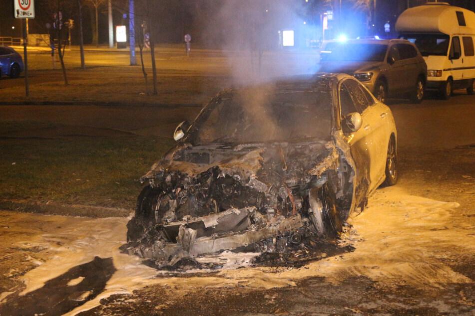 Das Fahrzeug war in der Güntzstraße in Flammen aufgegangen.