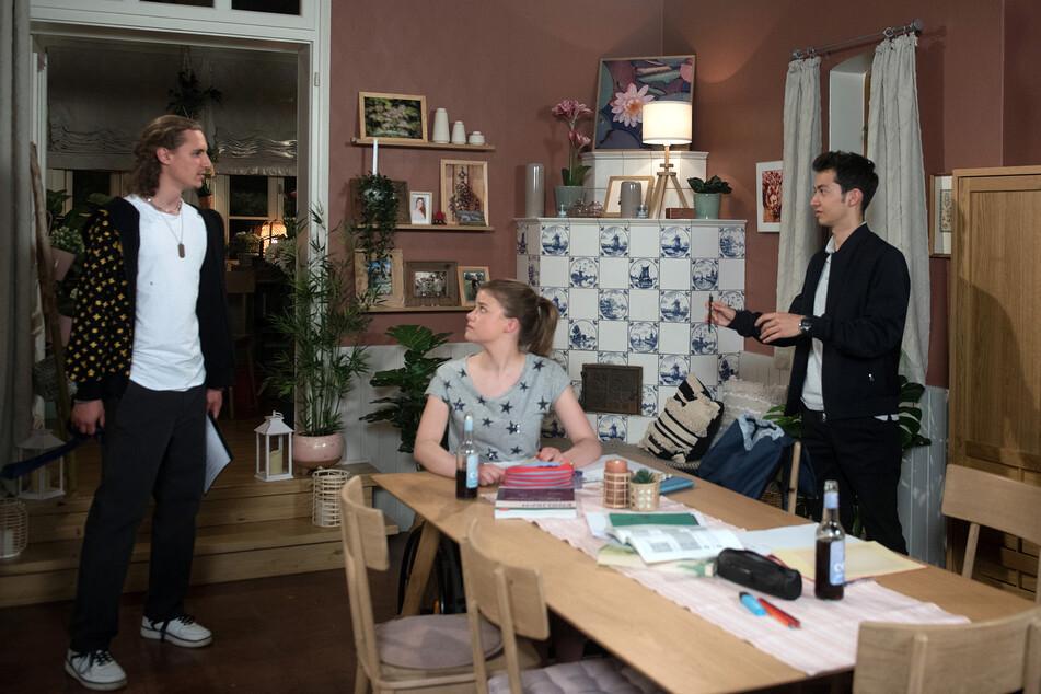 Anton verhält sich in Pias und Freddys Gegenwart auf einmal absolut komisch. Liegt es an seinem Traum?