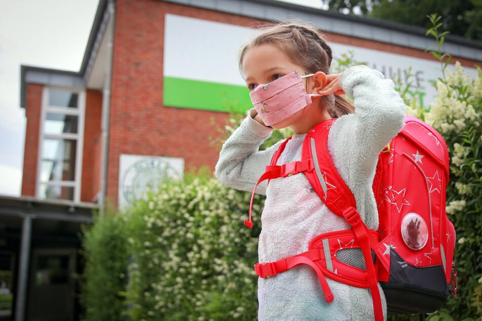 Doppelte Regeln zum Schuljahresstart in Sachsen: Maske im Unterricht nein, auf dem Schulhof da und dort ja.