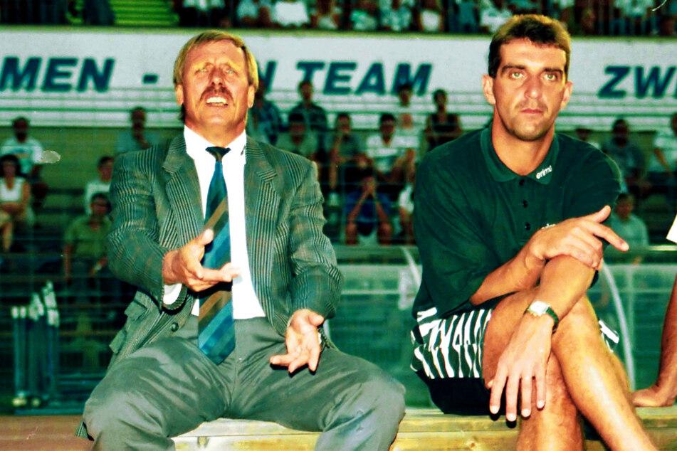 Er saß auch als Trainer und Co-Trainer auf der Bundesliga-Bank bei Dynamo: Ralf Minge (r.), hier im August 1994 mit seinem damaligen Chef Siggi Held.