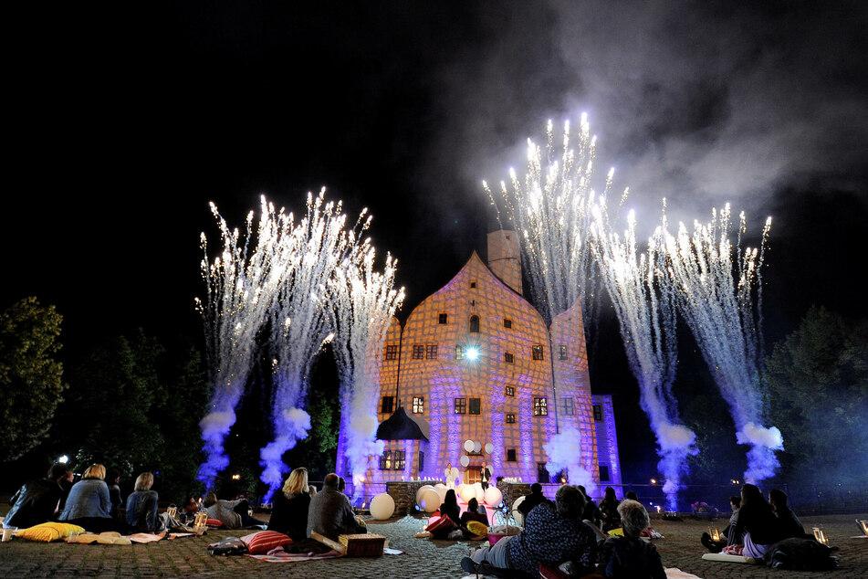 Das Wasserschloss Klaffenbach wird zur Märchenkulisse.