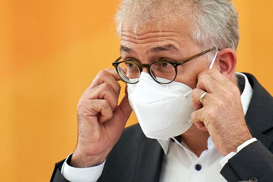 Wirtschaftsminister Tarek Al-Wazir (50, Grüne) informierte über den Stand der Bearbeitungsverfahren der Corona-Hilfe III in Hessen.