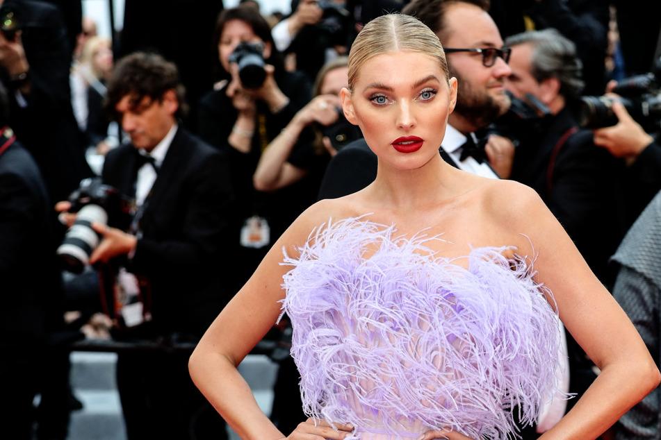 """Baby-News: """"Victoria's Secret""""-Model posiert splitterfasernackt und präsentiert ihren Bauch"""