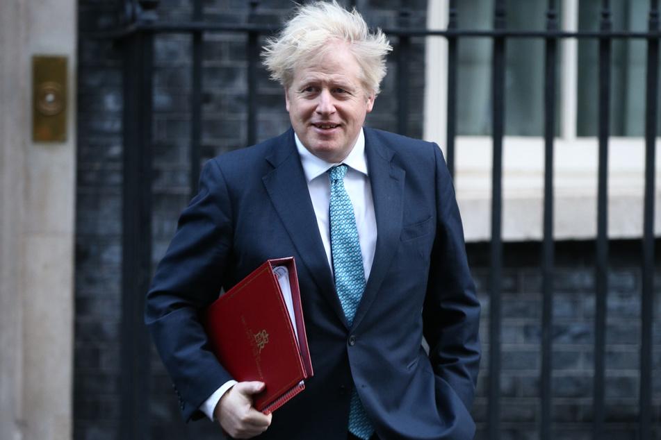 Ist es der Wind oder nur die Frisur? Boris Johnson behauptet, seine Haarpracht zu bürsten.