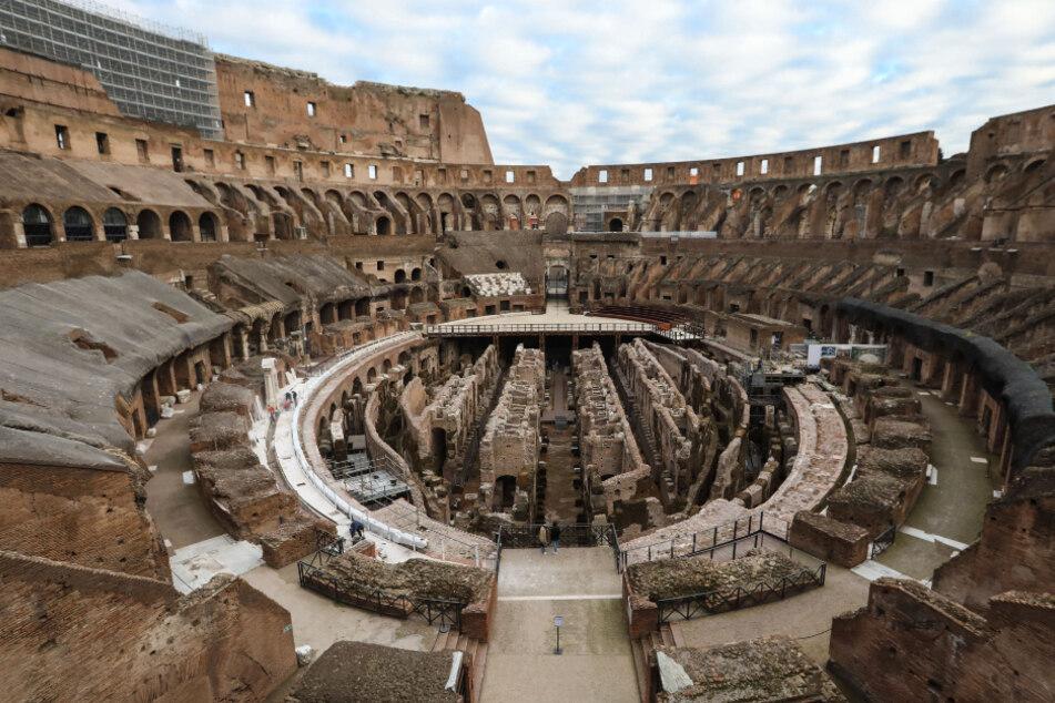 Auch von der Corona-Krise ist das Land Italien gezeichnet. Sinnbildlich sind im Kollosseum in Rom so gut wie keine Besucher.