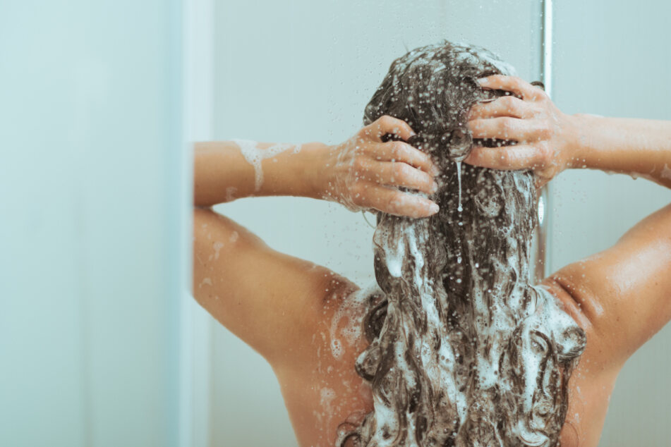 Zwei- bis dreimal, am besten nur einmal pro Woche sollten Haare gewaschen werden, empfehlen Experten. (Symbolbild)