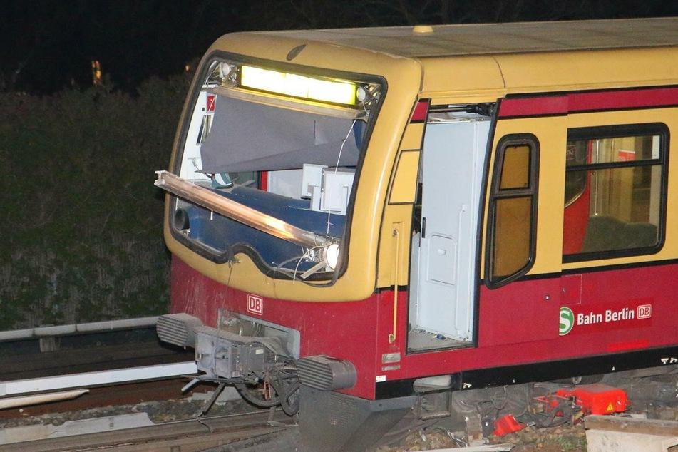 Schockierendes Bild nach S-Bahn-Unfall: Schiene bohrt sich durch Fahrer-Kabine!